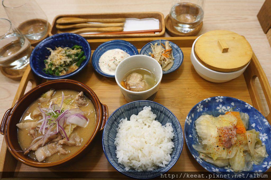 味噌香草豬肉煮物定食