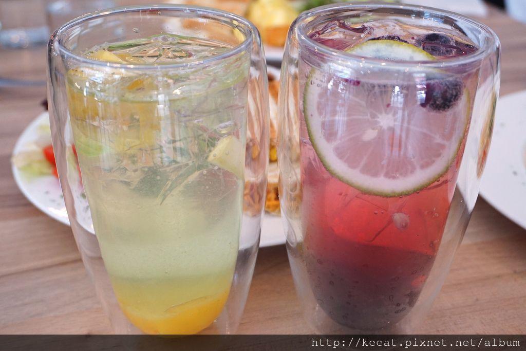 藍莓果粒汽泡飲&鳳梨蘋果汽泡飲