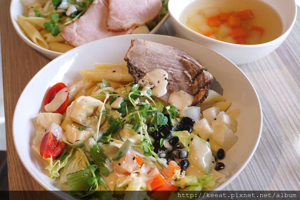 蔬菜拌麵中+牛肉