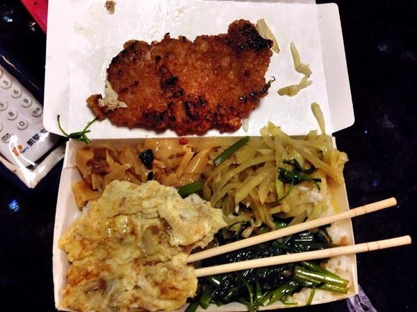 台南便當「炸肉排+4菜」35元! 網友推爆:佛心來著