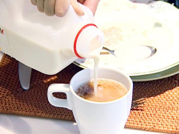 早餐店奶茶喝了就拉像瀉藥?其實讓你拉的不是化工原料而是..