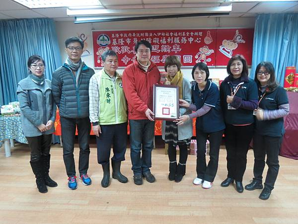 林佑昌市長代表基隆市民謝謝全聯福利中心的愛心年菜募集.JPG