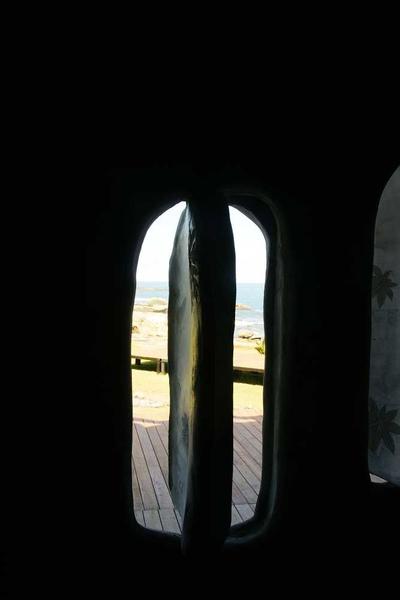 厚實水泥窗.JPG