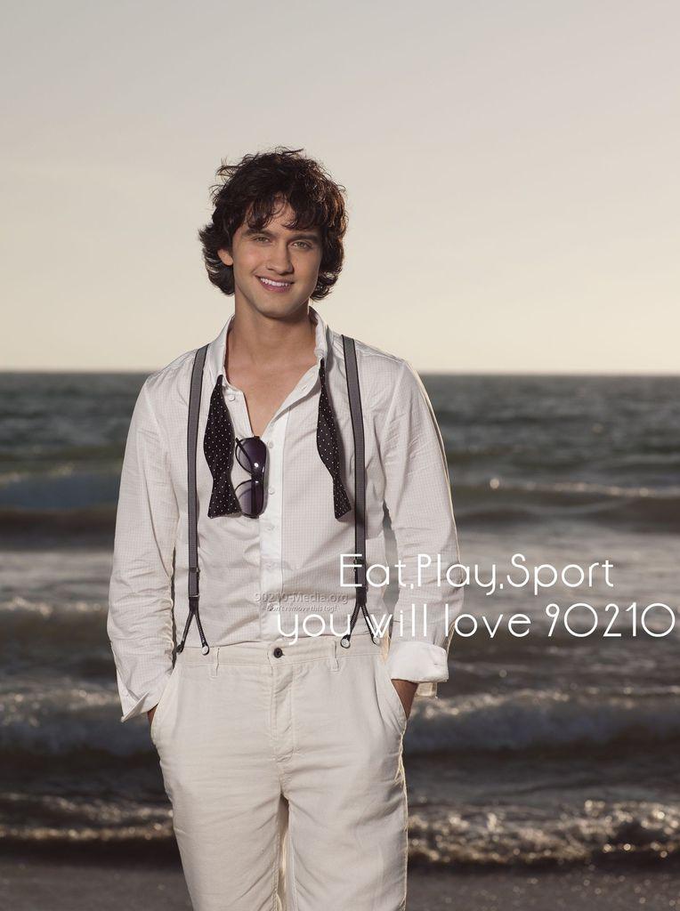 Season-2-Cast-Navid-90210-8403927-1866-2500