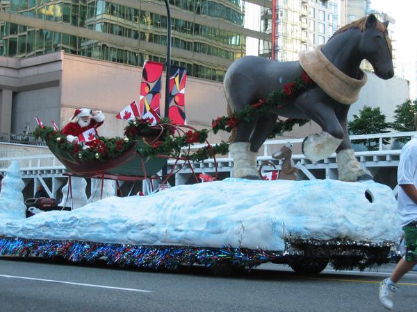 Canada Day Parade~聖誕老人都出現了.....