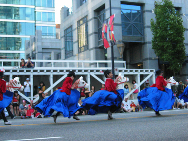 Canada Day Parade~努力奔跑的小孩哈