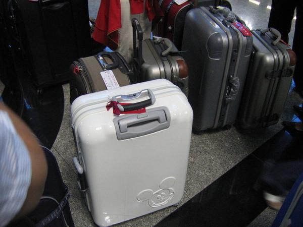 嘉蕙準備被航空公司蹂躪的行李箱