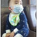 20110205(1Y1D)感冒戴口罩2