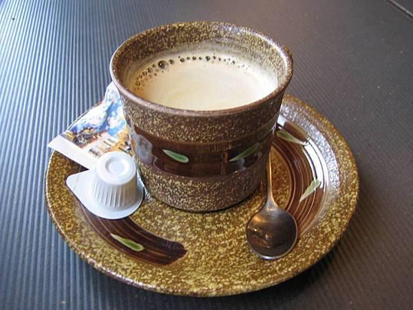 名流湯村的咖啡~還不錯喝