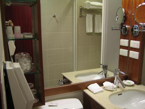 013房間浴室