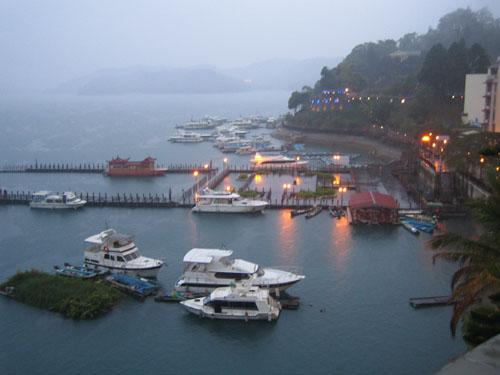 水社碼頭黃昏霧景