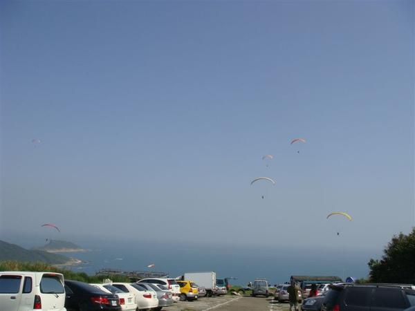 滿空都是飛行傘耶!好興奮唷!