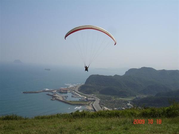 記得是一位法國工程師的傘,學了4個月已經自行飛翔