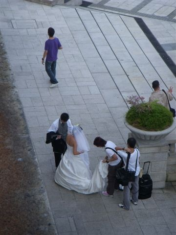 很多人在這邊拍婚紗照喔