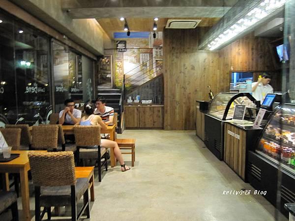 2014.8月高雄Bene咖啡店 001 (8).JPG