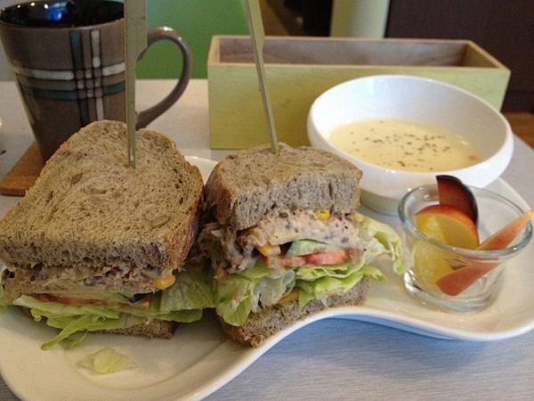 秘製鮪魚三明治