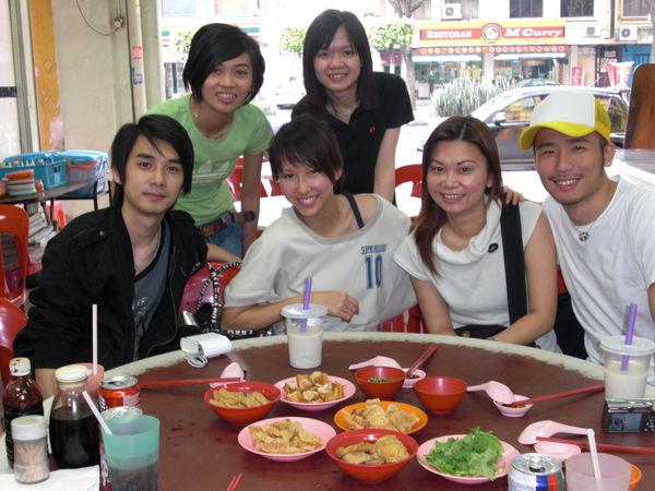 me and colleagues 我和环球(马来西亚同事)