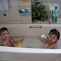小表姊洗澡囉