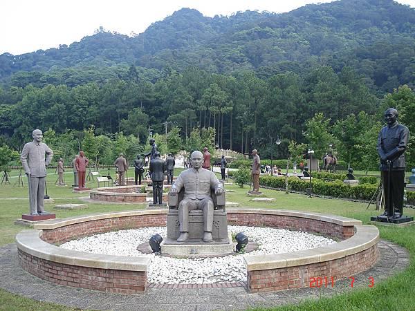 蔣公銅像群