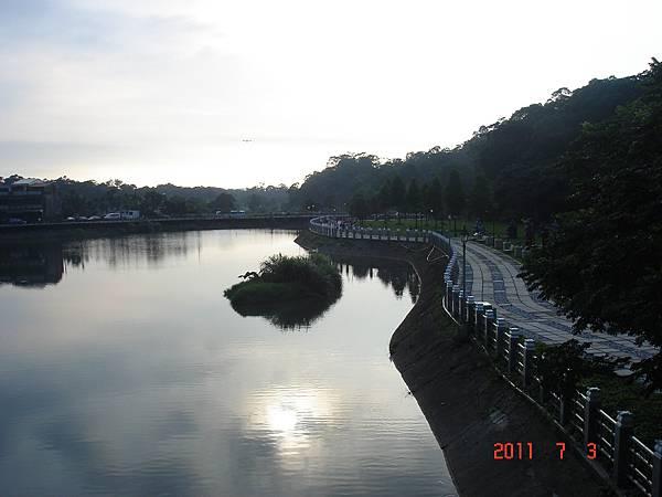 太陽要下山的慈湖景