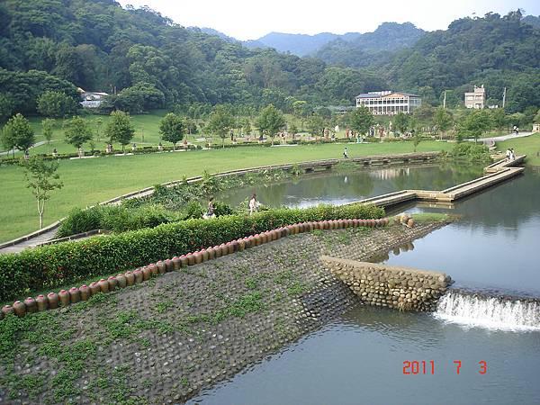 橋上望內側的園區