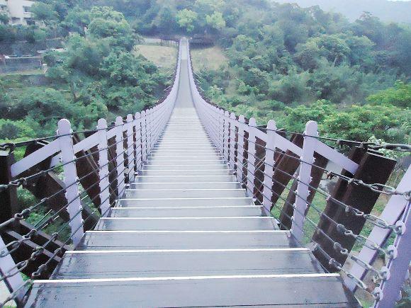 白石湖吊橋06