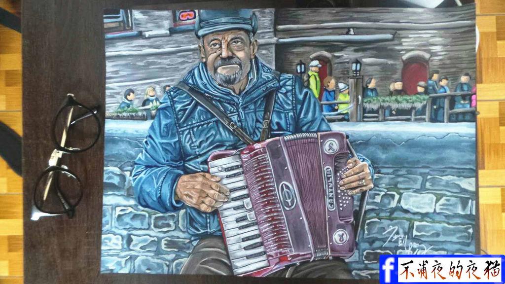 拉著手風琴的男人