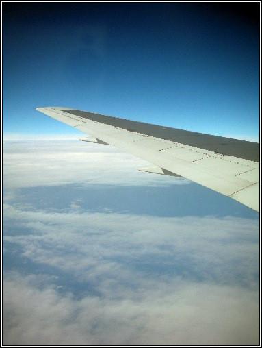 09_機艙外的藍天白雲.JPG