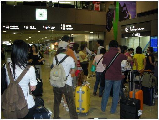 15_團員正在等待遊覽車.JPG