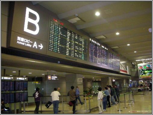 16_成田空港第二航站B出關閘口.JPG