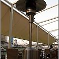 23_水岸餐廳貼心的暖爐.JPG