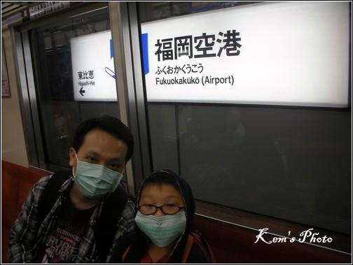 016_搭地下鐵仍帶口罩