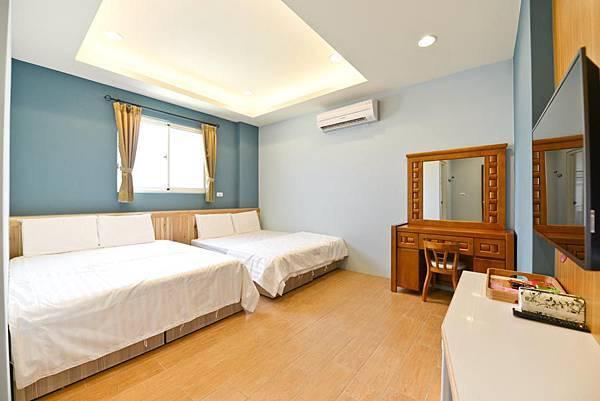 room4-1.jpg