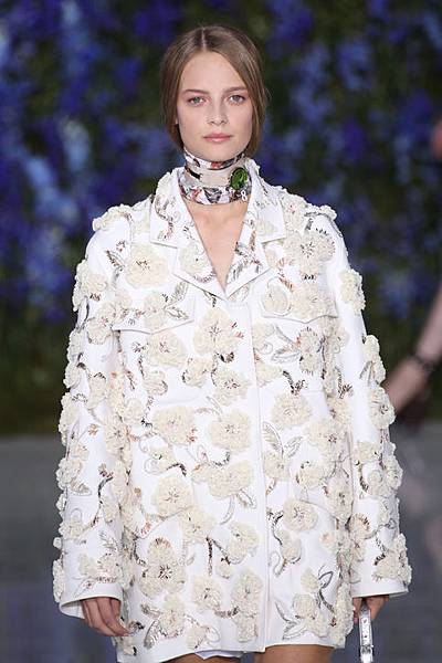 dior-spring-2016-embroidered-coat-h724
