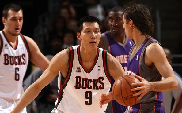 Yi+Jianlian+Steve+Nash+Phoenix+Suns+v+Milwaukee+AmGzxYuF-92l.jpg