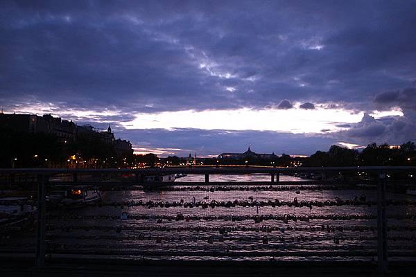 等待著 夜巴黎