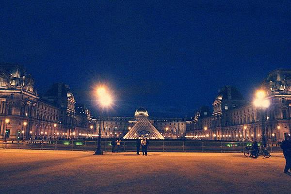 閃閃發亮的羅浮宮