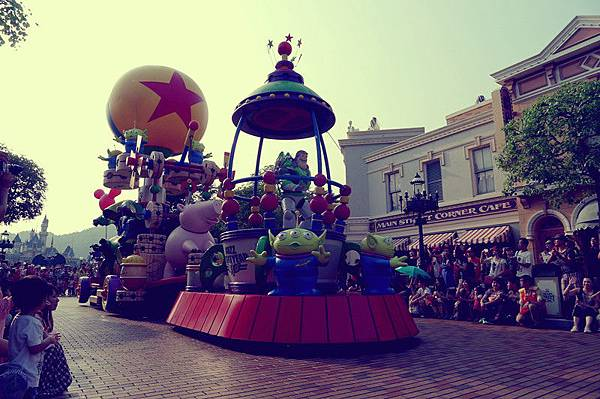 迪士尼飛天巡遊