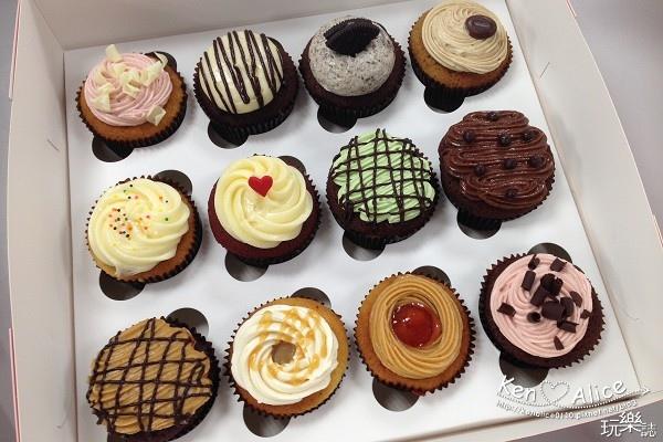 104.05杯子蛋糕_twelvecupcakes01.jpg