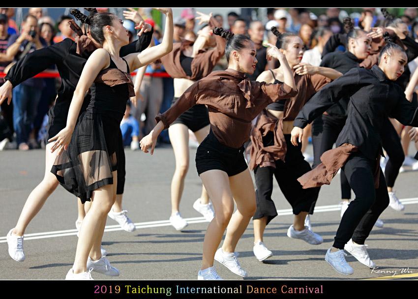 danceca23.jpg