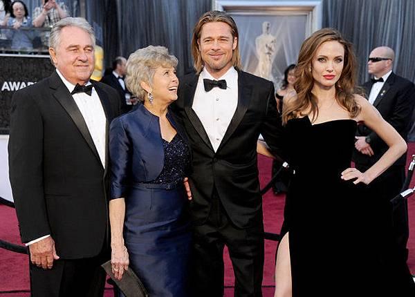 1ad06250-2eda-11e4-bb3e-b5e9fdfa13f8_Bill-Pitt-Jane-Pitt-Brad-Pitt-Angelina-Jolie