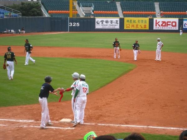 20090613新莊棒球場牛獅戰 001.jpg