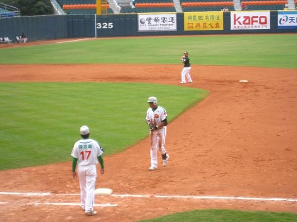 20090613新莊棒球場牛獅戰 006.jpg
