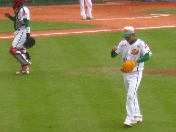 20090613新莊棒球場牛獅戰 072.jpg