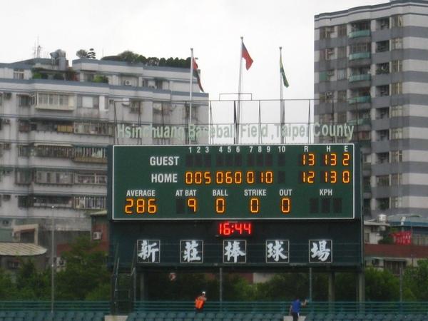 20090613新莊棒球場牛獅戰 087.jpg