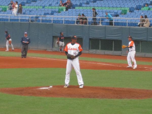 20091114協會盃富邦公牛vs美孚巨人 002.jpg