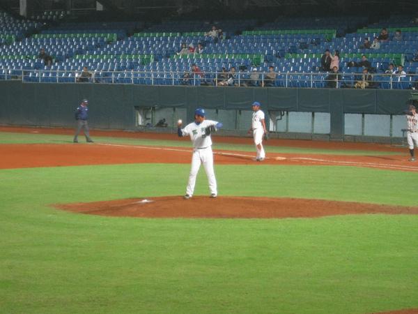 20091114協會盃富邦公牛vs美孚巨人 054.jpg