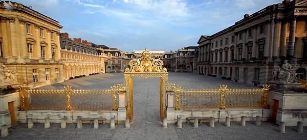 Drone-Chateau-de-Versailles.jpg