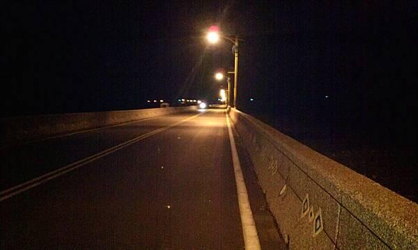 夜晚的電光大橋