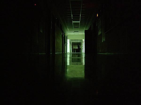黑暗的長廊